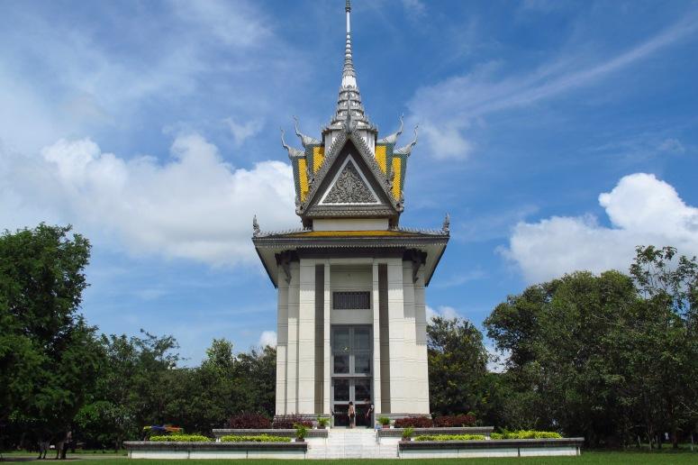 Buddhist_Stupa_at_Choeung_Ek_killing_fields,_Cambodia.JPG